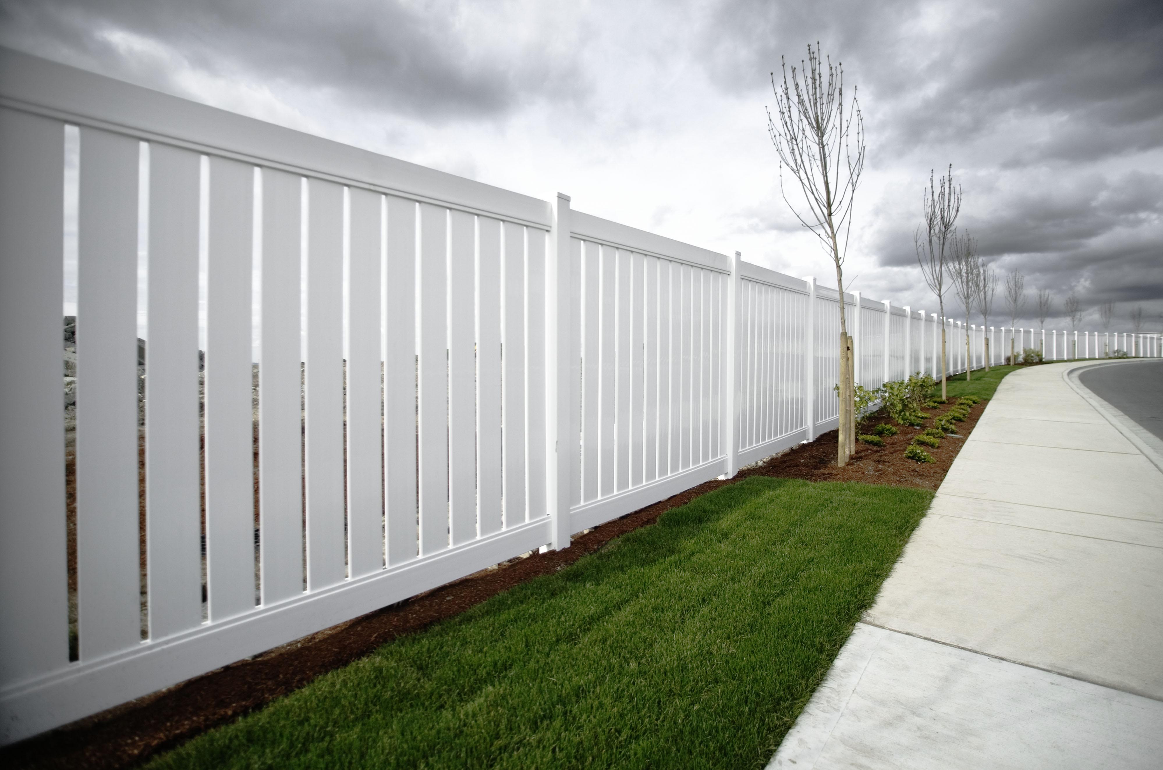 Vinyl Vs Aluminum Fencing