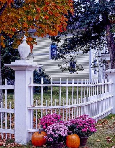 3 Simple Ways To Decorate Your Fence For Fall